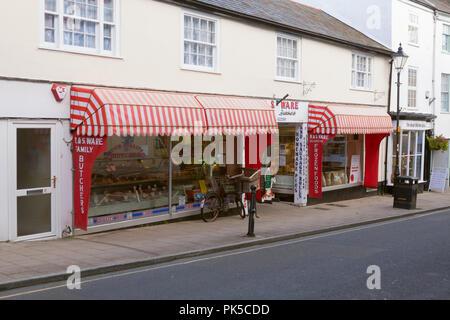R. & S. Ware bouchers de la famille traditionnelle en magasin Great Torrington, Devon, Angleterre, Royaume-Uni. Banque D'Images