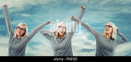 Belle jeune femme Célébrons les succès des positions différentes mains jusqu'au fond de ciel bleu. Une sensation de détente et de sourire, profiter de l'instant. Banque D'Images