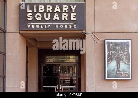 Entrée au Public Library Square House pub dans le centre-ville de Vancouver, BC, Canada Banque D'Images