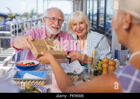 Heureux les gens âgés de nice la célèbre Banque D'Images