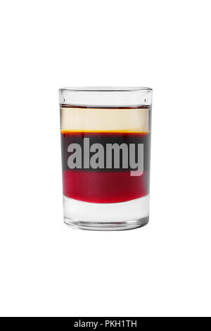 Cocktail en couches multicolores, avec verre transparent et verre coloré, avec le goût du café, baies, cerises, citron, alcoolique, side view isol Banque D'Images