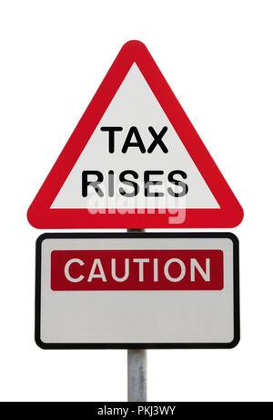 Panneau de signalisation triangulaire Avertissement Attention augmentations d'impôts pour illustrer l'avenir financier concept. England, UK, Grande-Bretagne, Europe Banque D'Images