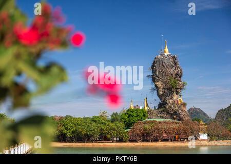 La pagode de Kyauk Ka Lat étonnant près de Hpa-An, Myanmar Banque D'Images