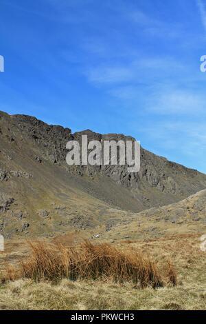 UK, Coniston Cumbria. Voir l'envers de la Dow Crag Cove dans le Lake District. Banque D'Images