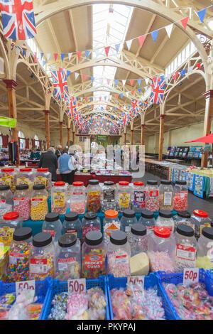 Marché de pannier de Barnstaple, bouchers rangée, Barnstaple, Devon, Angleterre, Royaume-Uni. Banque D'Images