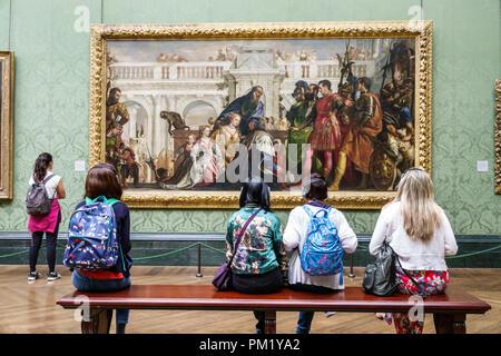 Londres Angleterre Grande-bretagne Royaume-uni Trafalgar Square La NationalGallery art museum à l'intérieur peinture intérieure Paolo Véronèse La famille de Dari Banque D'Images