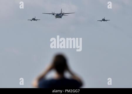 L'aéronef de transport tactique CASA C-295M, et deux Aero L-159 ALCA (Advanced Light) avions de combat de l'OTAN ouverte Jours et jours de l'Armée de l'air tchèque à Mosnov airport, Ostrava, République tchèque, le 15 septembre 2018. (Photo/CTK Jaroslav Ozana) Banque D'Images