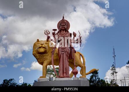 La statue géante de Durga au temple hindou Ganga Talao, Grand Bassin, Ile Maurice Banque D'Images