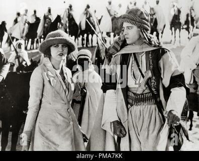 Agnes Ayres, Rudolph Valentino, 'le Sheik', 1921 Paramount Pictures référence # 32263_585THA Banque D'Images