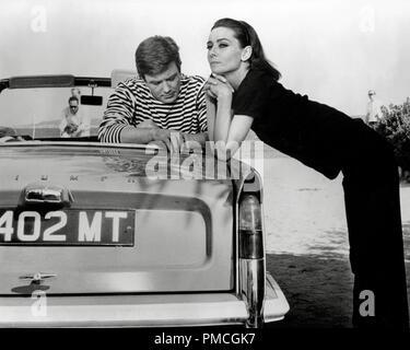 """Albert Finney et Audrey Hepburn, """"deux pour la route' (1966) 20th Century Fox de référence de dossier 33536_937THA pour un usage éditorial uniquement - Tous droits réservés Banque D'Images"""
