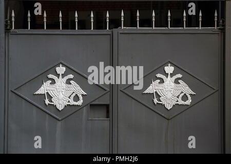 Moscou, Russie - 18 septembre 2018: portes à l'extérieur d'un bâtiment du Ministère russe de la défense dans la rue Znamenka. Mikhail Térechtchenko/TASS Banque D'Images