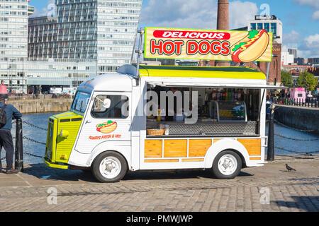 Canning Dock Liverpool Sex chien chiens Citroen van toujours frais & Hot snack-bar café boissons condiments grand panneau délicieux