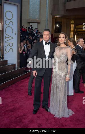 Brad Pitt et Angelina Jolie arrivent pour la diffusion de l'ABC en direct 86e Oscars® au Théâtre Dolby®, le 2 mars 2014 à Hollywood, CA. Référence de fichier # 32268 805 pour un usage éditorial uniquement - Tous droits réservés Banque D'Images
