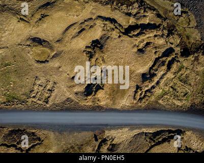 Vue de dessus du vide, entre champs, Brown, de l'Islande de snæfellsnes Banque D'Images