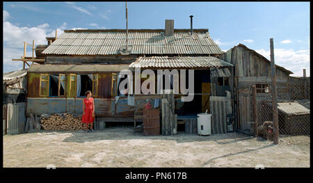 Prod DB © Pervoe - Kinopartnerstvo 2Plan2 / DR EUPHORIE (EYFORIYA) de Ivan Vyrypayev RUS 2006. avec Polina Agureyeva robe rouge Banque D'Images