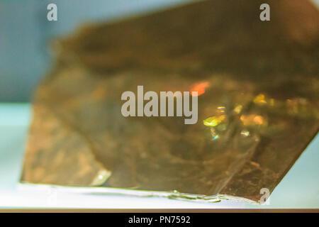 Spécimen de biotite rock industries des mines et des carrières. La biotite est un minéral phyllosilicate commune au sein du groupe de mica, avec le che approximative Banque D'Images
