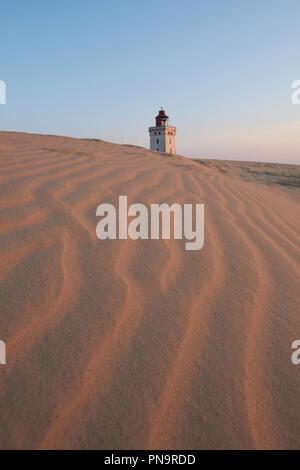 Le phare de Rubjerg Knude - un phare abandonné progressivement repris par les sables mouvants sur la côte de la mer du Nord près de Lokken, Hjorring, au Danemark. Banque D'Images