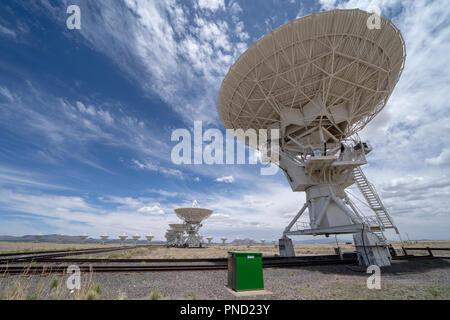 Vue grand angle du Very Large Array centre de communication par satellite dans le Nouveau Mexique à l'été