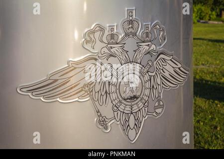 Moscou, Russie - 3 août 2018 - armoiries du Minisrty de l'intérieur de Fédération de Russie gravés sur un mur d'une station de ploice Banque D'Images