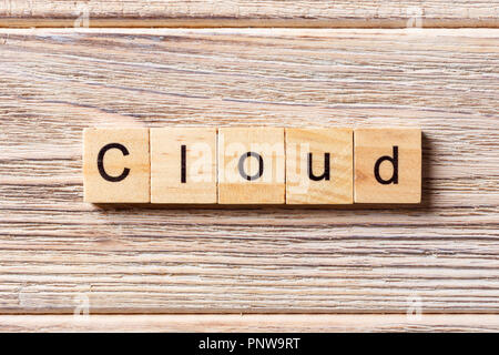 Word cloud écrit sur bloc de bois. cloud texte sur table, concept. Banque D'Images