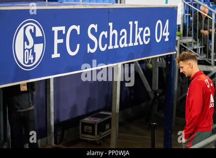 Gelsenkirchen, Allemagne. 22 septembre 2018. Leon GORETZKA, FCB 18 retour à son club, demi-taille, portrait, FC SCHALKE 04 - FC BAYERN MUNICH - DFL RÈGLEMENT INTERDIT TOUTE UTILISATION DES PHOTOGRAPHIES comme des séquences d'images et/ou quasi-vidéo - 1.ligue de soccer allemand , Gelsenkirchen, le 22 septembre 2018, de la saison 2018/2019, journée 4 © Peter Schatz / Alamy Live News