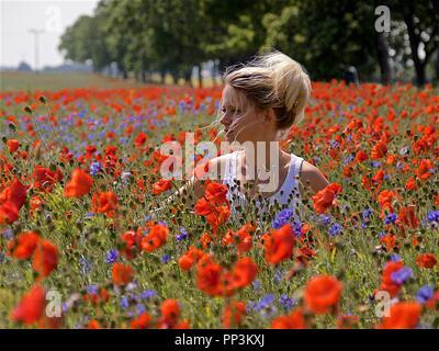 Femme dans le champ de fleur, Rügen