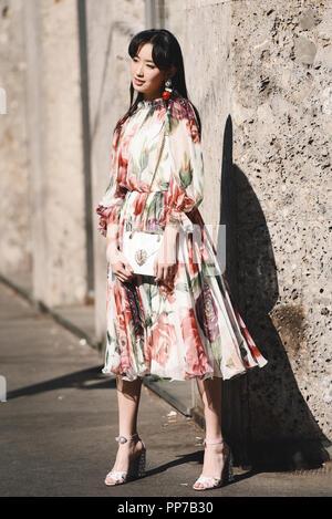 ... week stre · Milan, Italie - 23 septembre 2018   Street style vêtements  avant de fashion show Dolce 285ec62f571