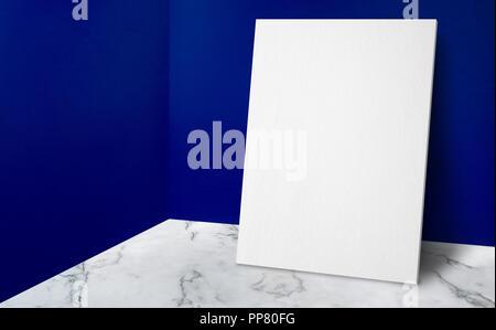 L'affiche de la vierge au coin de mur bleu vif et blanc en marbre chambre studio avec background,maquette studio prix pour l'affichage ou un montage de produits pour une petite annonce Banque D'Images