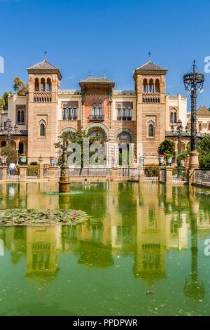 Musée d'Arts Traditionnels des capacités dans le parc Maria Luisa, Séville, Espagne. Banque D'Images