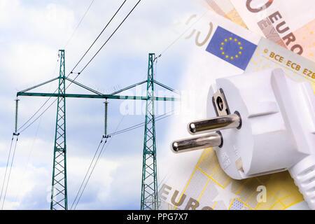 Ligne à haute tension électrique réseau sur un fond d'argent close-up. Le concept et le symbole de l'augmentation des prix et tarifs d'électricité Banque D'Images