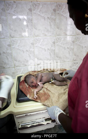 La naissance d 39 un b b dans un h pital salle d - Taux d humidite dans une chambre de bebe ...