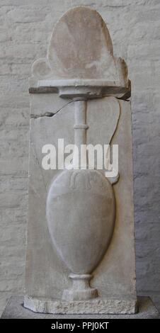 L'art grec de secours Grave Paramythion avec un vase pour le mariage et l'enterrement. Environ 370 BC. La fin classique. Glyptothèque. Munich. L'Allemagne.