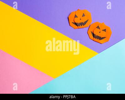 Halloween Concept Origami Papier Pumpkin Sur Fond Jaune Une Idée