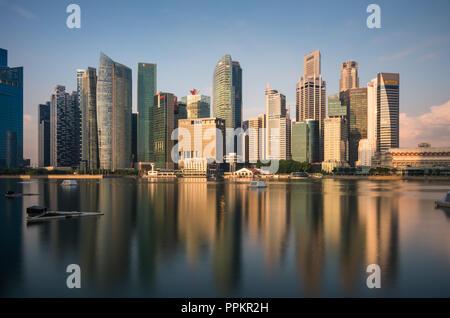 Vue sur la ville de Singapour depuis la jetée.