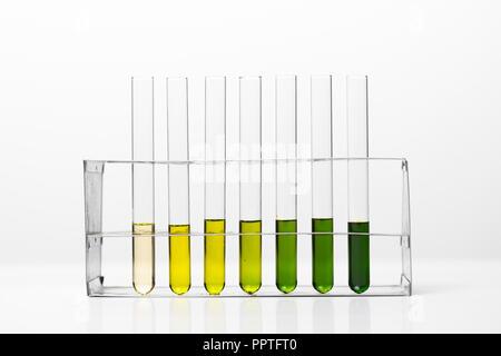 L'équipement de laboratoire, de verres remplis de couleur kit de divers liquides et gels Banque D'Images