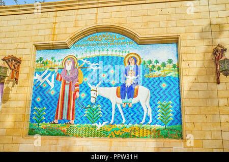 Le CAIRE, ÉGYPTE - Le 23 décembre 2017: l'ancien représente la mosaïque le battant en Égypte de la Sainte Famille, le 23 décembre au Caire Banque D'Images