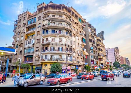 Le CAIRE, ÉGYPTE - Le 23 décembre 2017: Le logement typique du quartier résidentiel à l'architecture simple de bâtiments, le 23 décembre au Caire Banque D'Images