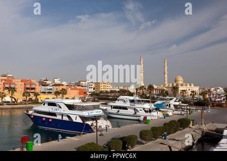 Bateaux de plongée à la Marina d'Hurghada, Red Sea, Egypt Banque D'Images