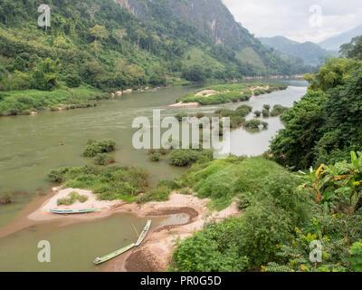 De la rivière Nam Ou, Nong Khiaw, Laos, Indochine, Asie du Sud-Est, l'Asie Banque D'Images
