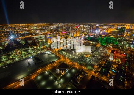 Vue sur Las Vegas et la bande à partir d'hélicoptères de la nuit, Las Vegas, Nevada, États-Unis d'Amérique, Amérique du Nord