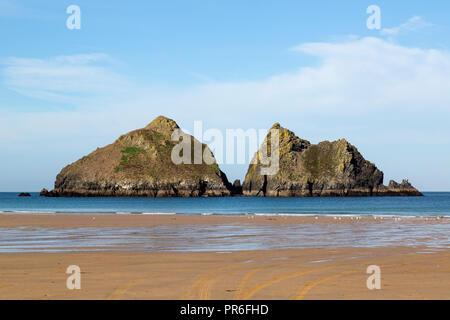 Carters roches au large baie de Holywell sur la côte nord des Cornouailles de Cornwall Banque D'Images