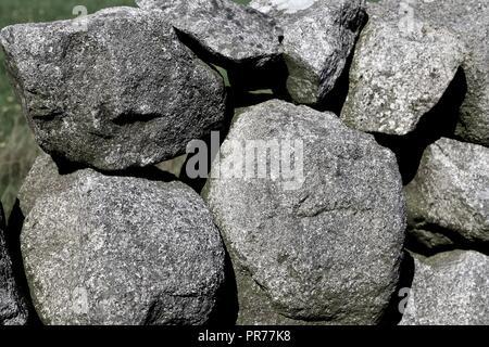 Murs en pierre sèche de la Mourne Mountains, près de Kileel, comté de Down, Irlande du Nord, Royaume-Uni Banque D'Images