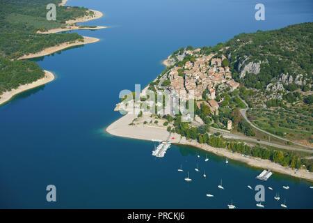 LAKESIDE RESORT DE BAUDUEN AU LAC DE SAINTE-CROIX (vue aérienne). Var, Provence, France. Banque D'Images