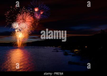 5 juillet spectacle de feux d'artifice à Incline Village, au lac Tahoe, Nevada, en Amérique du Nord. Banque D'Images