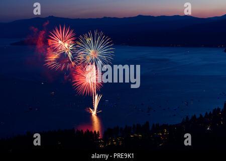 D'artifice du 3 juillet à Kings Beach de North Lake Tahoe, California, USA, 2018. Banque D'Images