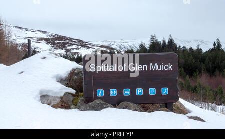 Inscrivez-vous à Spittal of Glen Muick, Ballater, Aberdeenshire, Scotland, UK Banque D'Images