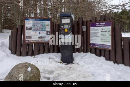 Gare à payer le parking à l'Spittal of Glen Muick, Ballater, Aberdeenshire, Scotland, UK Banque D'Images