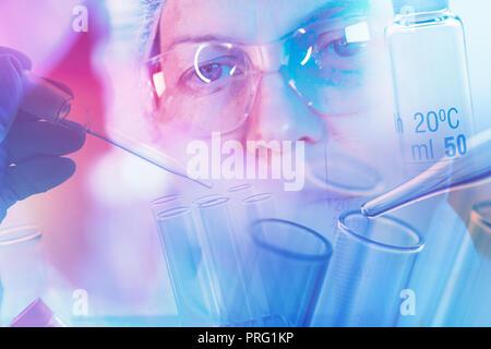 Scientifique médicale travaillant avec verrerie de laboratoire, conceptual image du matériel scientifique pour la recherche en médecine et en chimie Banque D'Images