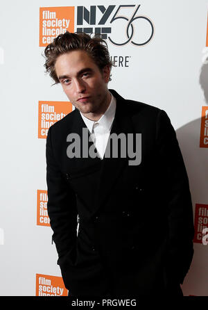 New York, USA. 2 octobre, 2018. L'acteur Robert Pattinson assiste à la 'vie' premiere à l'Alice Tully Hall le 2 octobre 2018 à New York. Credit : AKPhoto/Alamy Live News Banque D'Images