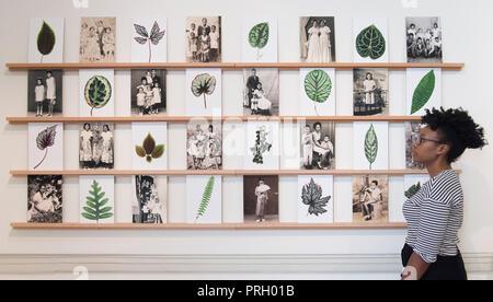 Somerset House, Londres, Royaume-Uni. 3 octobre, 2018. 1-54 L'art africain contemporain ouvre juste 4-7 octobre 2018. De droit: Mónica de Miranda, né et mourir, 2016-18. Tyburn Gallery. Credit: Malcolm Park/Alamy Live News. Banque D'Images